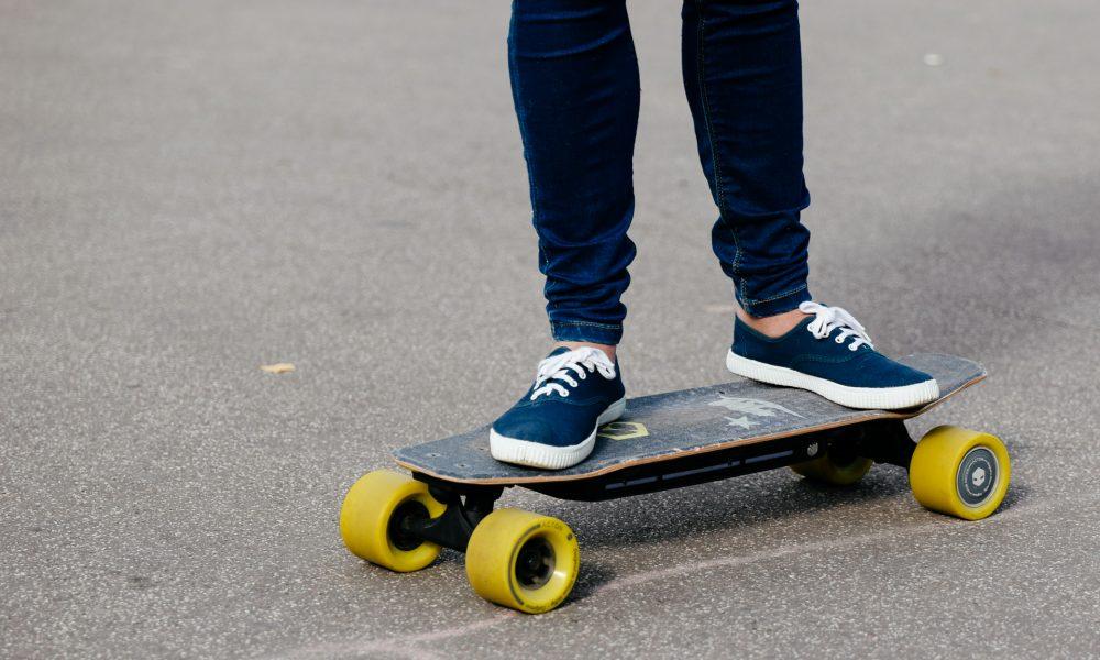 test du skateboard lectrique blink board de acton. Black Bedroom Furniture Sets. Home Design Ideas